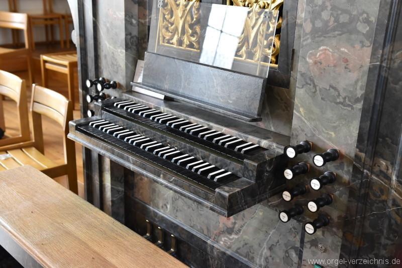 Herznach – St. Nikolaus Orgel Spieltisch