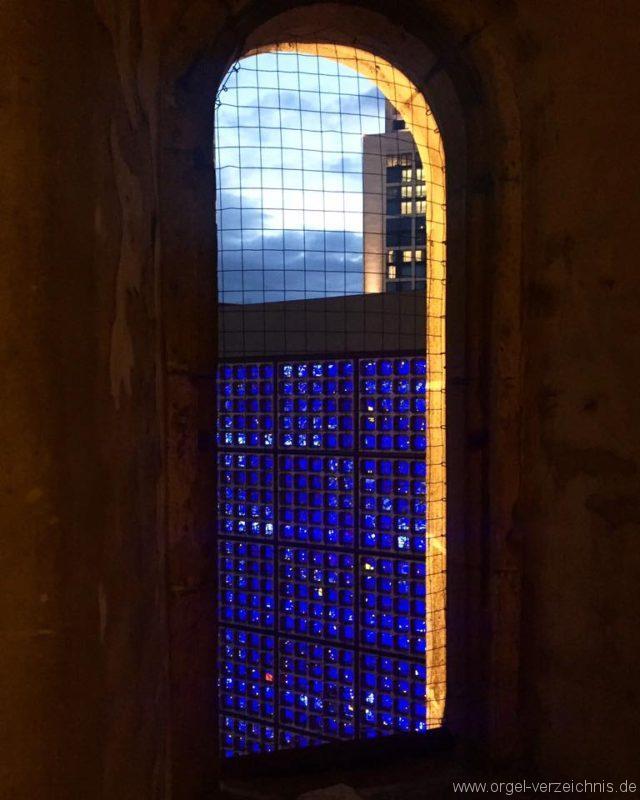 Kaiser-Wilhelm-Gedächtniskirche-Berlin-Charlottenburg-Glas-Fenster-blau (2)