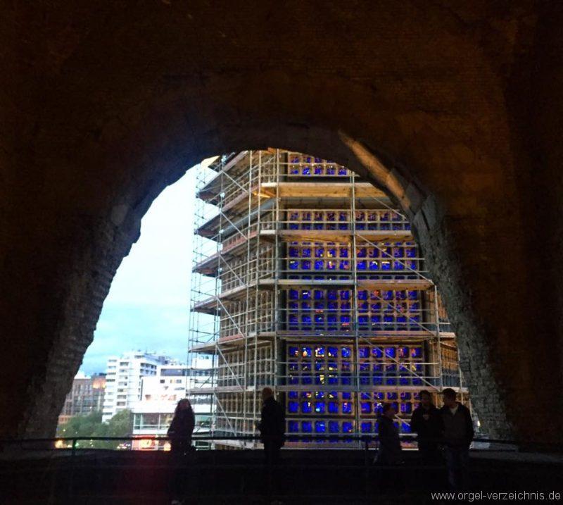 Kaiser-Wilhelm-Gedächtniskirche-Berlin-Charlottenburg-Glas-Fenster-blau (4)