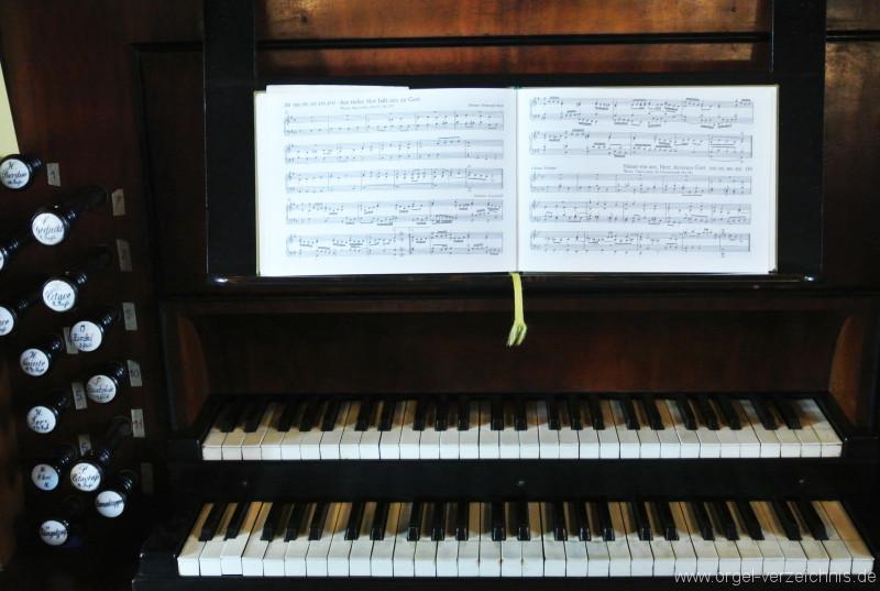 Kirche-Cainsdorf-Zwickau-Orgel-Spieltisch (3)