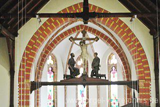 Kreuzigungsgruppe-Cainsdorf-Zickau-Kirche-Holzbildhauer-Georg-Gröne-Figuren-Oskar-Rühm-Christus-Hüttenarbeiter-Bergarbeiter-der-Gekreuzigte