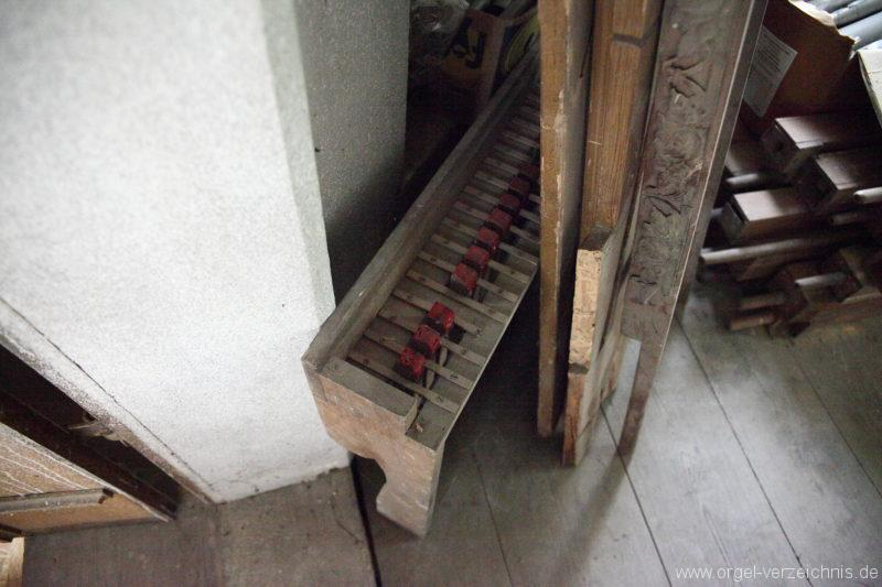 Langen - Fehrbellin - Stüler-Kirche Langen-Orgel-Reste-Pfeifen-Lager (4)