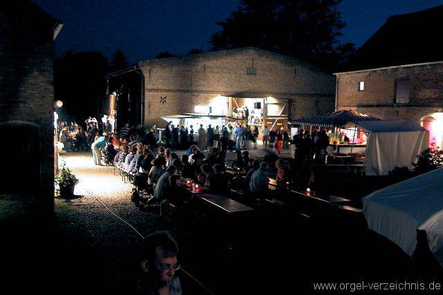 Wildschwein-Fest-Spieß-Essen-Landleben-Langen-Fehrbellin-Brandenburg-Neuruppin-2-Dorffest