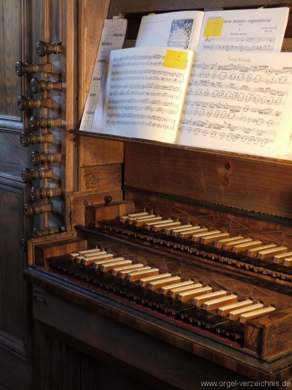 Maihingen ehemalige Klosterkirche Zur unbefleckten Empfängnis Orgelspieltisch Register (1)