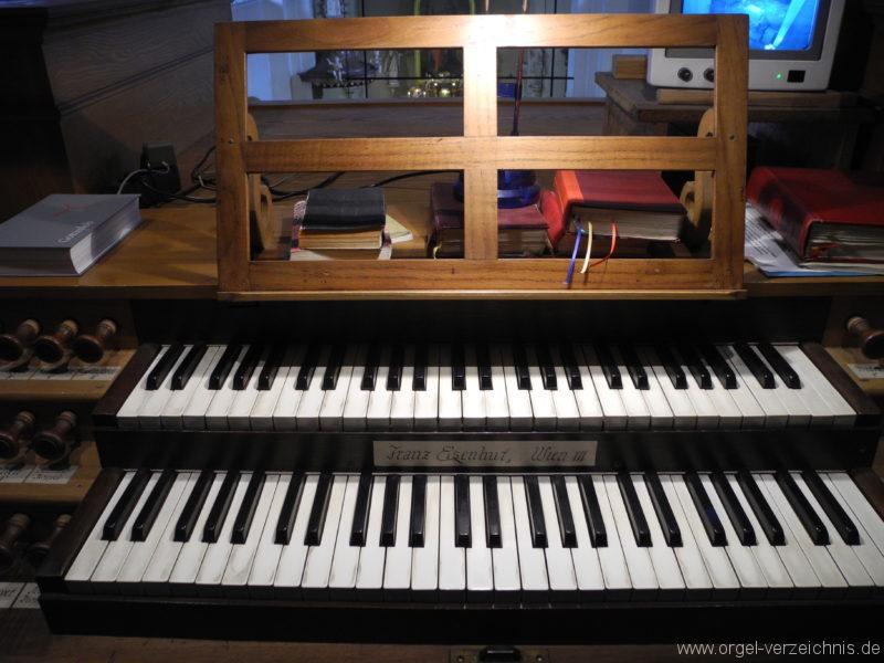 Wien - Pfarrkirche Erdberg St. Peter und Paul-Orgel-Spieltisch (3)