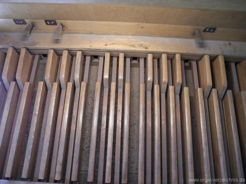 Wien - Weiden - Paulanerkirche Orgel Spieltisch Register Pedal (2)