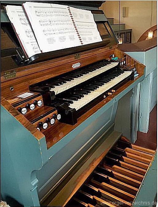 reiskirchen-evangelische-dorfkirche-111-orgel-spieltisch-4