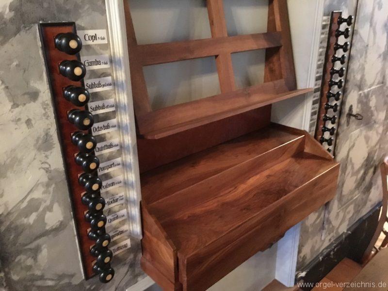 absam-pfarr-und-wallfahrstkirche-st-michael-120-orgel-spieltisch
