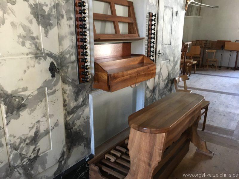 absam-pfarr-und-wallfahrstkirche-st-michael-123-orgel-spieltisch
