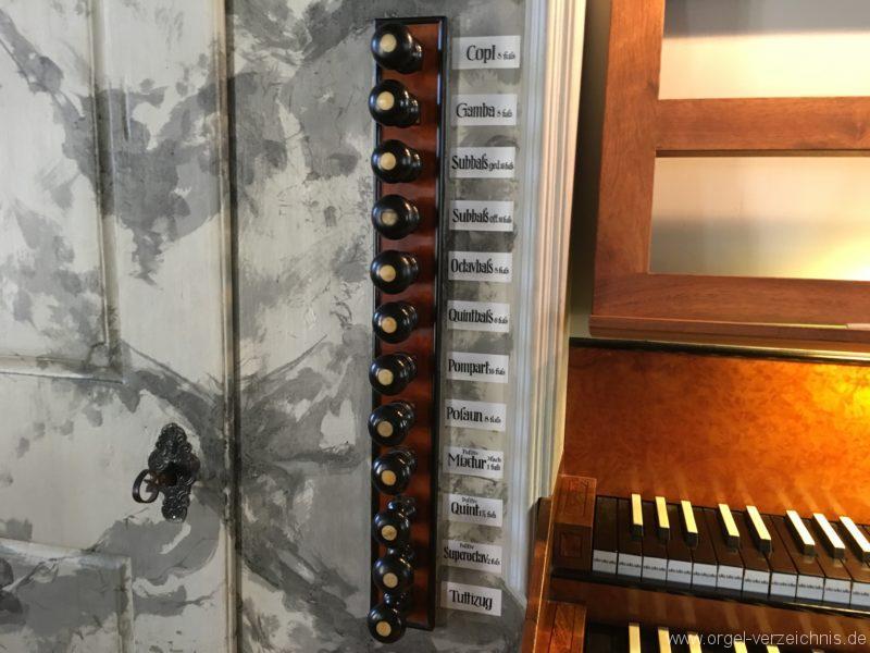 absam-pfarr-und-wallfahrstkirche-st-michael-128-orgel-spieltisch