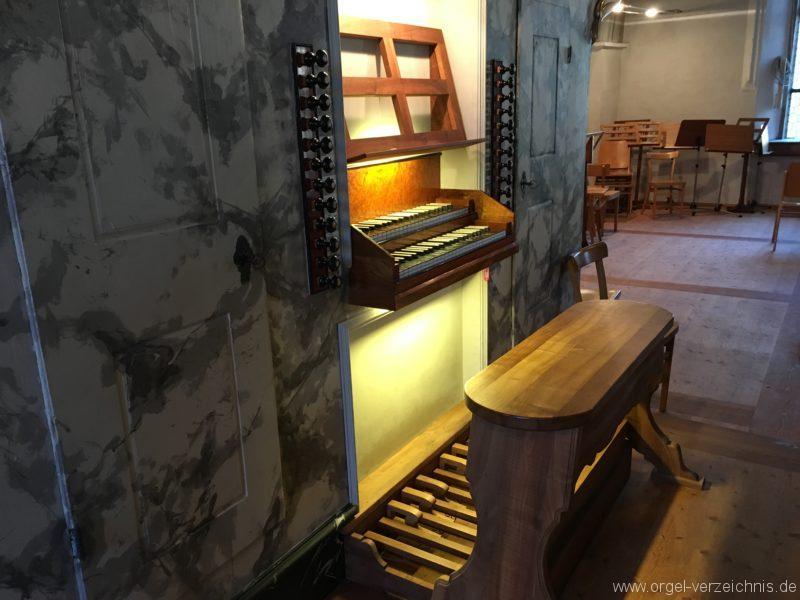 absam-pfarr-und-wallfahrstkirche-st-michael-132-orgel-spieltisch