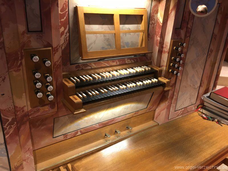 axams-pfarrkirche-st-johannes-der-taeufer-15-orgel-spieltisch
