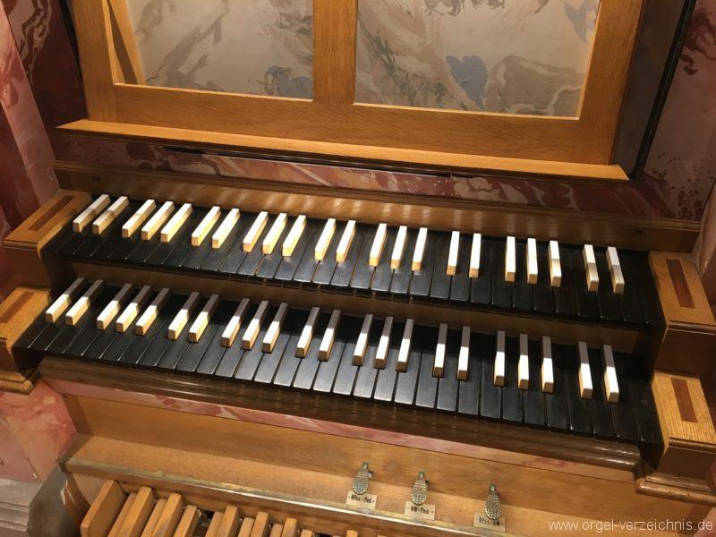 axams-pfarrkirche-st-johannes-der-taeufer-18-orgel-spieltisch