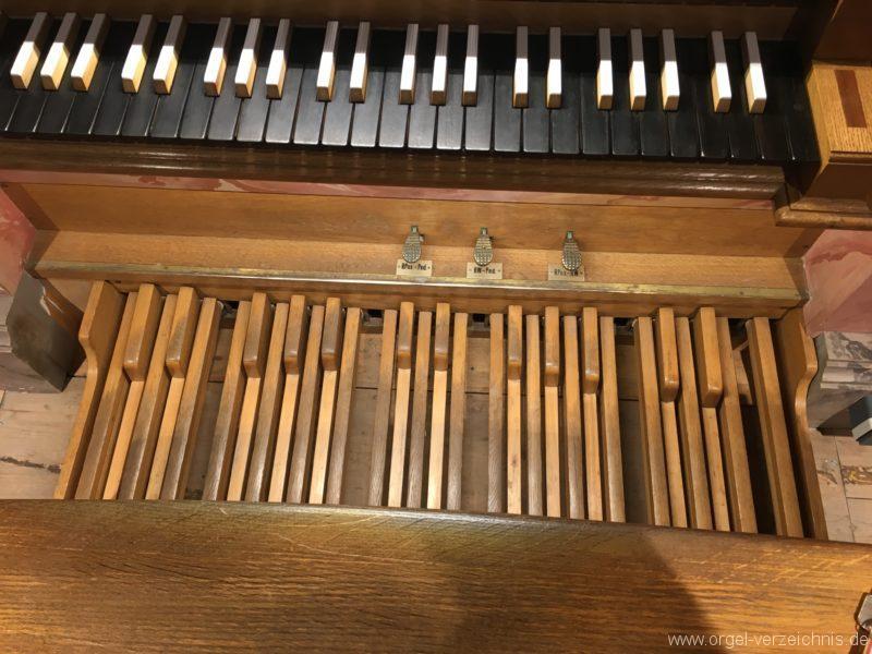 axams-pfarrkirche-st-johannes-der-taeufer-19-orgel-spieltisch