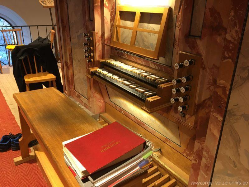 axams-pfarrkirche-st-johannes-der-taeufer-21-orgel-spieltisch