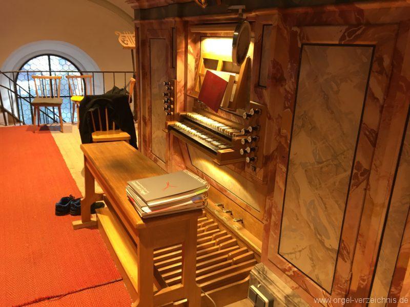 axams-pfarrkirche-st-johannes-der-taeufer-22-orgel-spieltisch