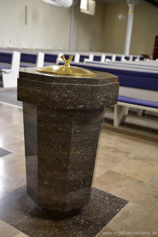 bad-saeckingen-evangelische-stadtkirche-taufstein