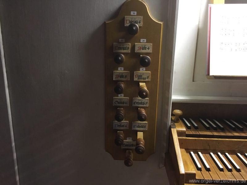 goetzens-pfarr-und-wallfahrtskirche-st-petrus-und-paulus-32-orgel-spieltisch
