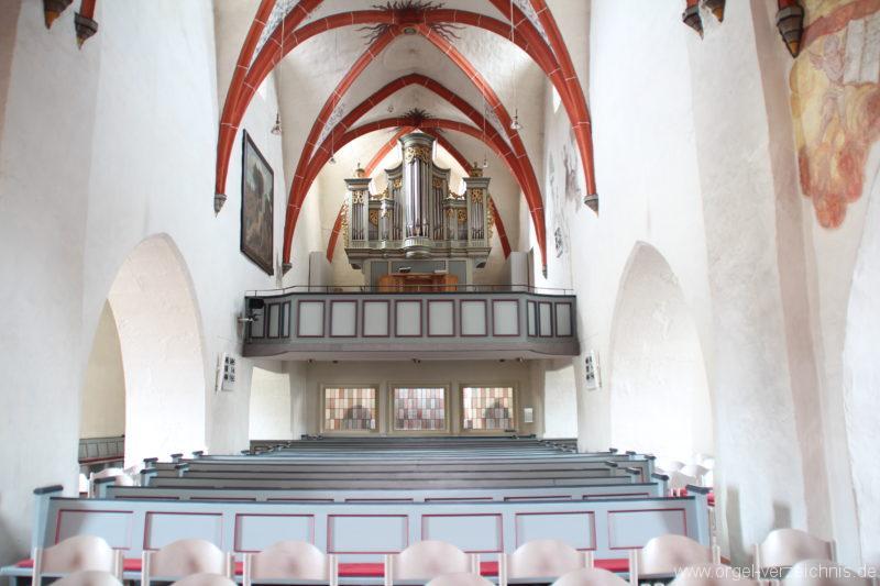 Kirchenschiff mit Orgelempore