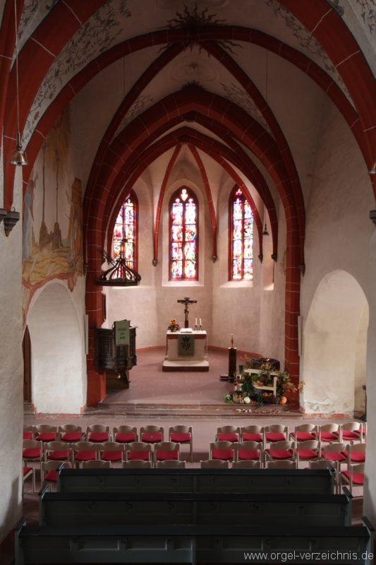 Blick von der Empore in die Kirche