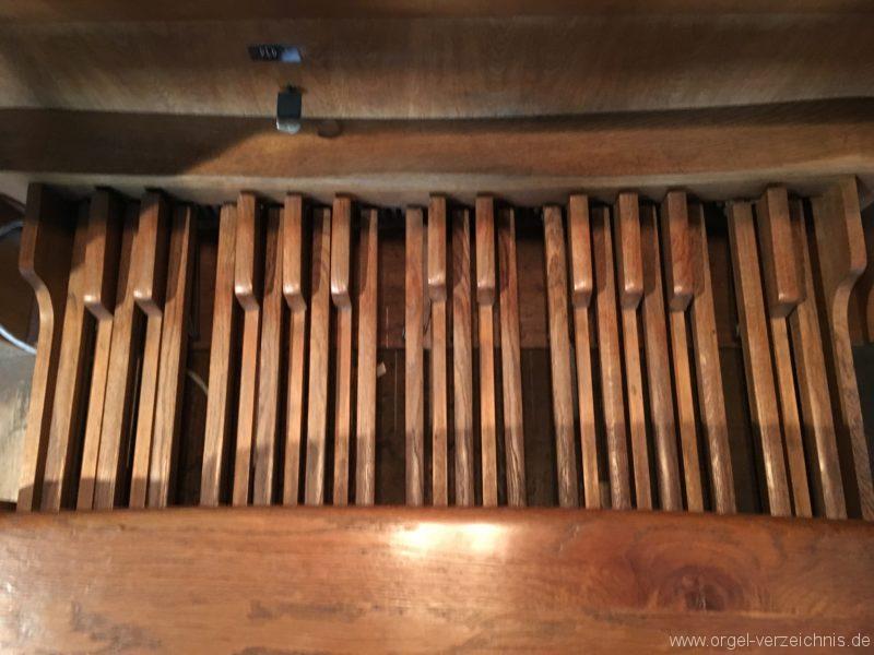 innsbruck-spitalskirche-zum-heiligen-geist-19-orgel-spieltisch