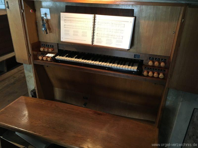 innsbruck-spitalskirche-zum-heiligen-geist-21-orgel-spieltisch