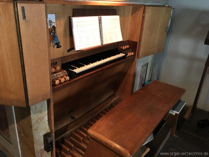 innsbruck-spitalskirche-zum-heiligen-geist-22-orgel-spieltisch