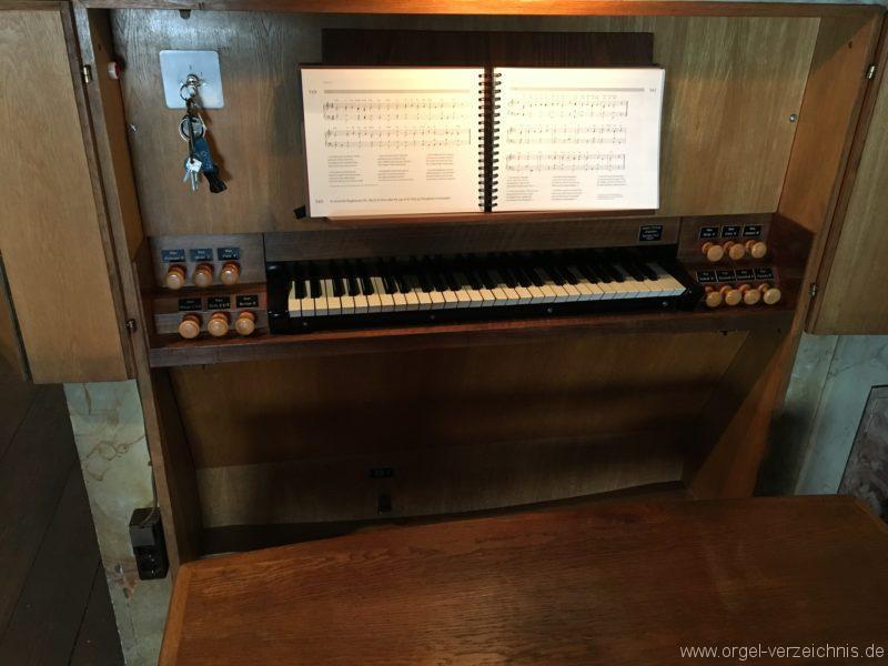 innsbruck-spitalskirche-zum-heiligen-geist-24-orgel-spieltisch