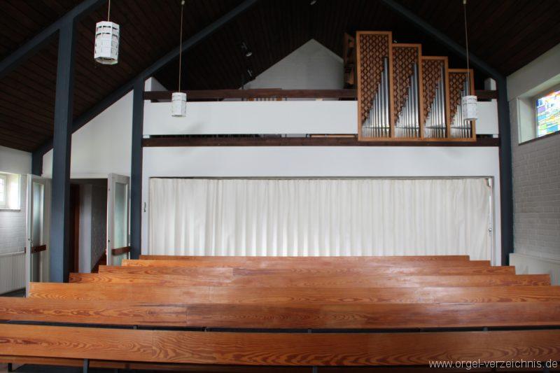 Loose - Becker-Orgel im Kirchenraum