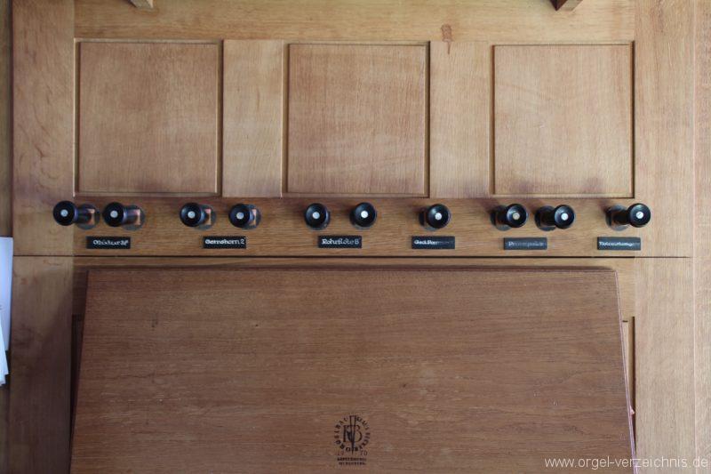 Loose - Manubrien der Becker-Orgel oberhalb des Notenpults