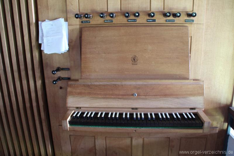 loose-ev-kirche-orgel-spieltisch