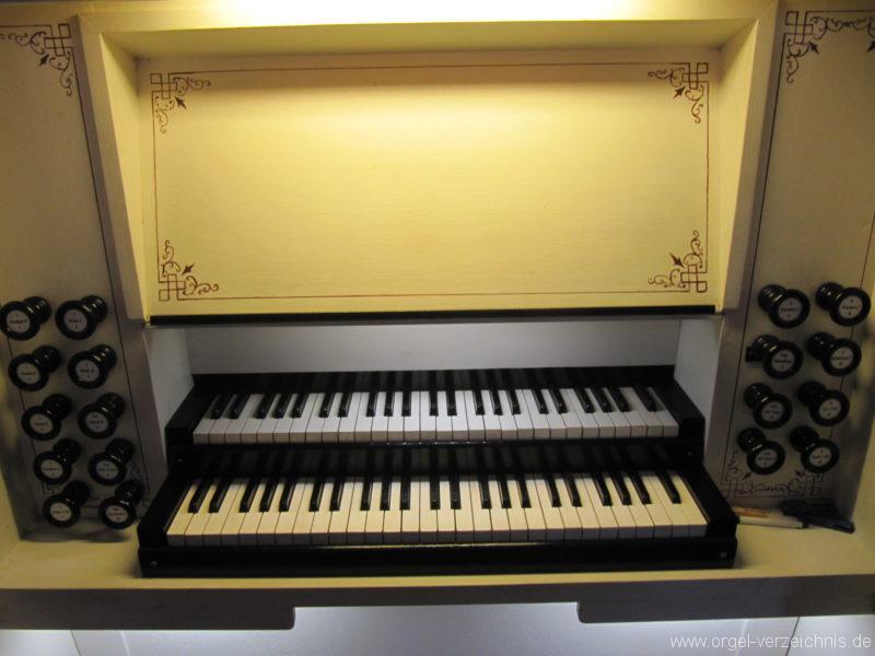jonsdorf-kirche-orgelspieltisch-1