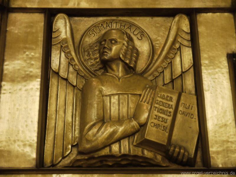 berlin-prenzlauer-berg-heilige-familie-bronzerelief-21