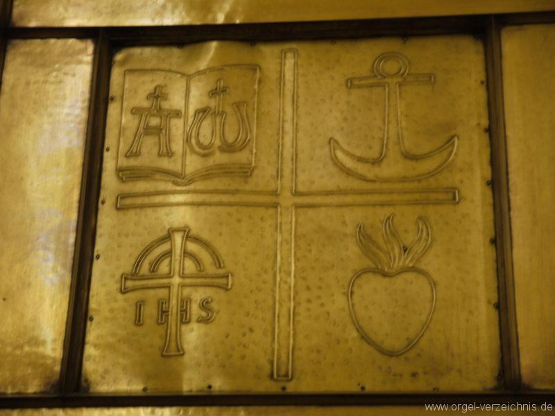 berlin-prenzlauer-berg-heilige-familie-bronzereliefs-5