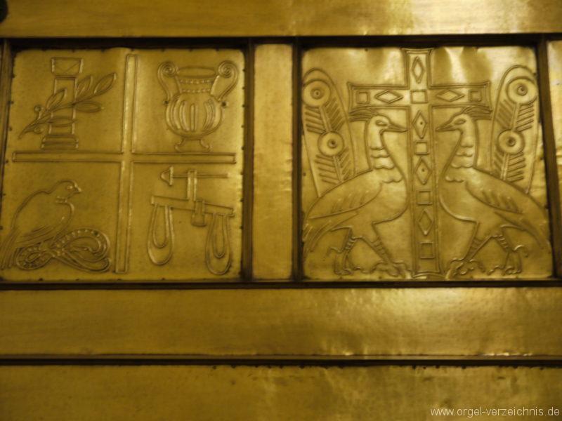 berlin-prenzlauer-berg-heilige-familie-bronzereliefs-6