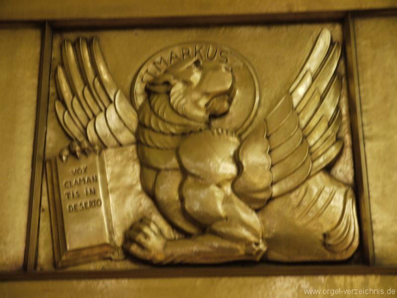 berlin-prenzlauer-berg-heilige-familie-bronzereliefs-8