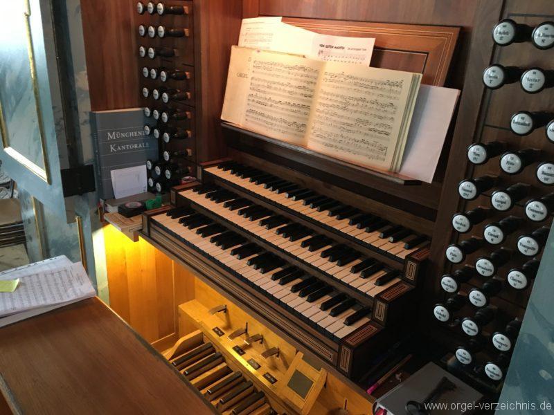 hall-in-tirol-stradtpfarrkirche-st-nikolaus-10-orgel-spieltisch