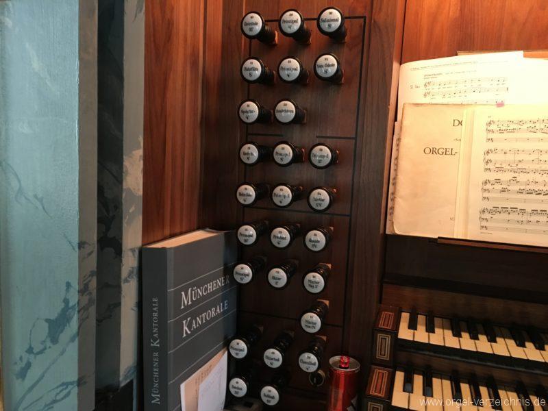 hall-in-tirol-stradtpfarrkirche-st-nikolaus-12-orgel-spieltisch