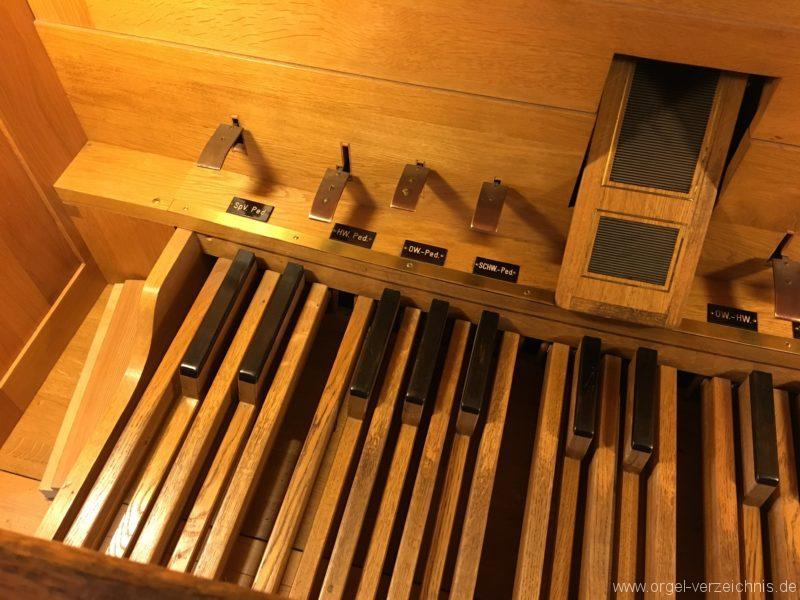 hall-in-tirol-stradtpfarrkirche-st-nikolaus-14-orgel-spieltisch