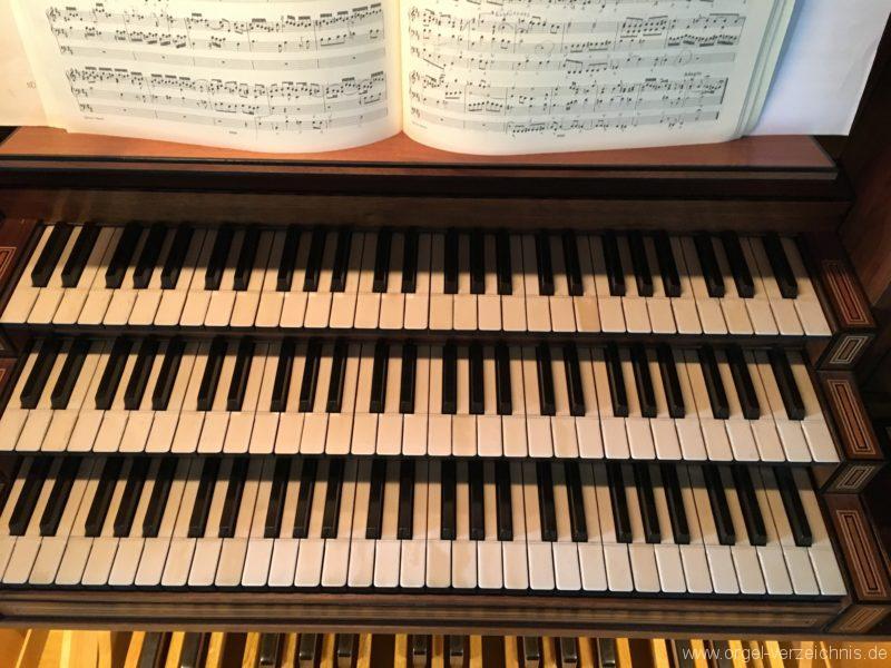 hall-in-tirol-stradtpfarrkirche-st-nikolaus-16-orgel-spieltisch