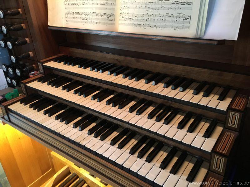 hall-in-tirol-stradtpfarrkirche-st-nikolaus-17-orgel-spieltisch