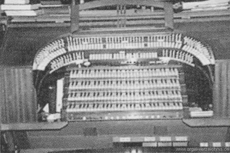 hall-in-tirol-stradtpfarrkirche-st-nikolaus-7-orgel-spieltisch