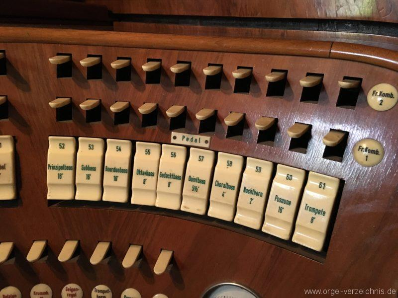 wattens-neue-pfarrkirche-mariae-empfaengnis-17-orgel-spieltisch