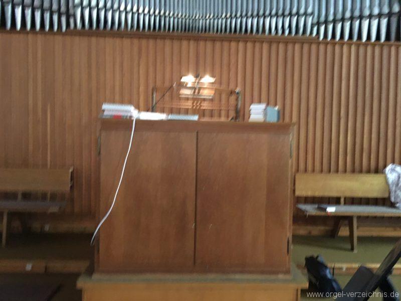 wattens-neue-pfarrkirche-mariae-empfaengnis-22-orgel-spieltisch