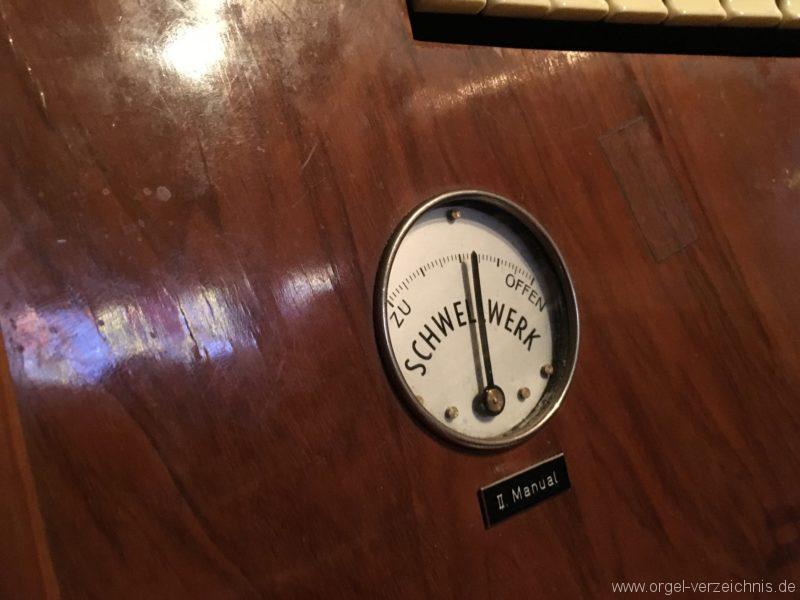 wattens-neue-pfarrkirche-mariae-empfaengnis-33-orgel-spieltisch