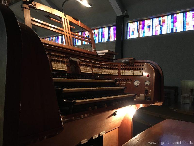 wattens-neue-pfarrkirche-mariae-empfaengnis-36-orgel-spieltisch