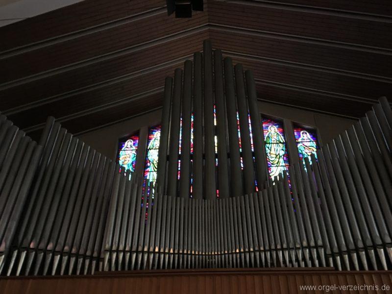 wattens-neue-pfarrkirche-mariae-empfaengnis-41-orgel