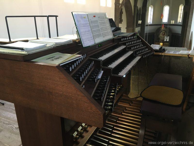 Innsbruck-Pradl A - Pfarrkirche Mariae Empfängnis - Orgel - Spieltisch (11)