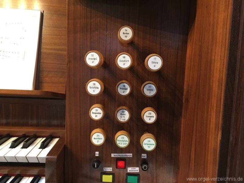 Innsbruck-Reichenau A - Pfarrkirche St. Paulus - Orgel - Spieltisch (14)