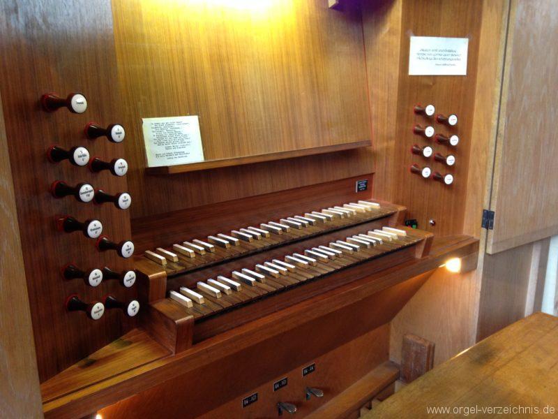Innsbruck-Saggen - Pfarrkirche Mariä Empfängnis - Orgel - Spieltisch (2)